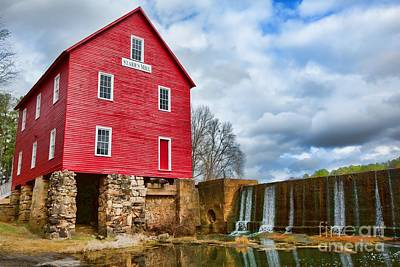Photograph - Red Mill House by Kim Wilson