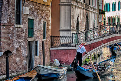 Red Ribbon Gondolier Art Print