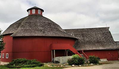 Photograph - Red Round Barn by Dan Sproul