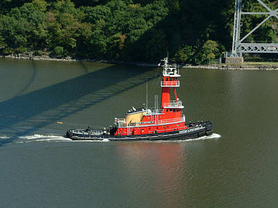 Hudson River Tugboat Photograph - Red Tugboat by Phyllis Tarlow