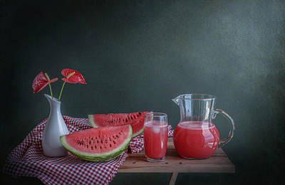 Table Cloth Photograph - Refreshing by Margareth Perfoncio