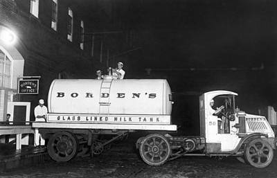 Milk Can Photograph - Revolutionary Milk Transport by Underwood Archives