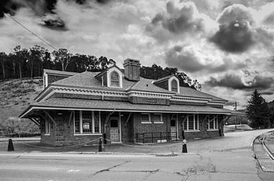 Photograph - Ridgway Depot 3518b by Guy Whiteley