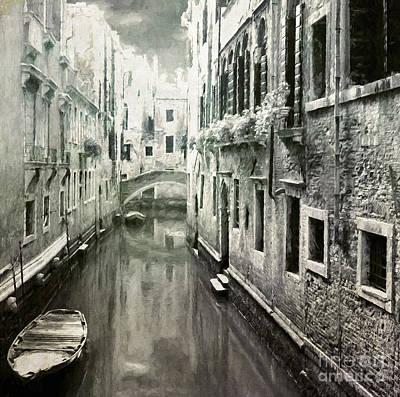 Architektur Digital Art - Venice Canal by Julie Woodhouse