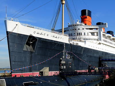 Photograph - Rms Queen Mary And Submarine by Jeff Lowe