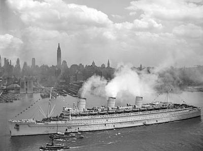 New York Harbor Photograph - Rms Queen Mary Arriving In New York Harbor by War Is Hell Store