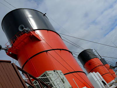Photograph - Rms Queen Mary Stacks by Jeff Lowe