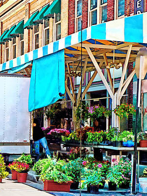 Photograph - Roanoke Va - Unloading Flower Truck by Susan Savad