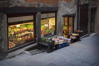 Photograph - Roberto's Fruit Stand Cortona Tuscany by Al Hurley
