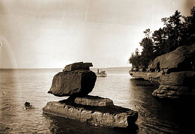 Rock In Apostle Islands, Lake Superior, Rock Formations Art Print