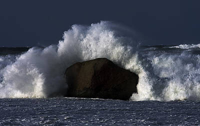 Photograph - Rock V Wave II by Tony Reddington