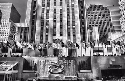 Rockefeller Plaza Photograph - Rockefeller Center Black And White by Dan Sproul