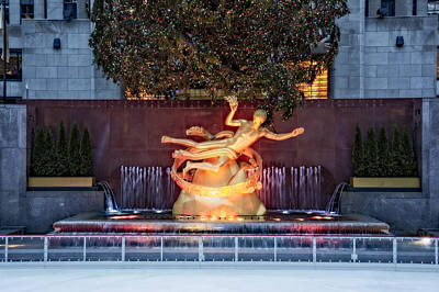 Photograph - Rockefeller Center Prometheus Statue Nyc by Susan Candelario