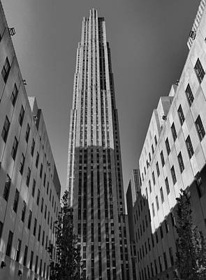 Rockefeller Plaza Photograph - Ge Building In Black And White by Dan Sproul