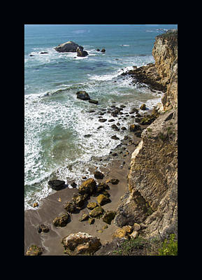 Pismo Beach Painting - Rocks At Shell Beach Duvet by Barbara Snyder