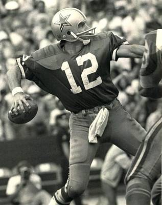 Dallas Cowboys Photograph - Roger Staubach Vintage Nfl Poster by Gianfranco Weiss
