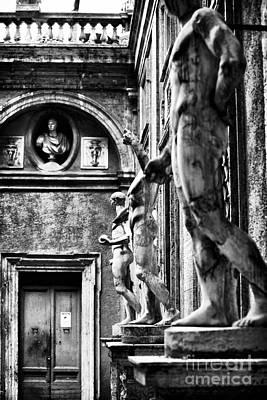 Courtyard Gallery Photograph - Roman Statues by John Rizzuto