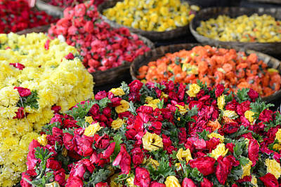Photograph - Roses For Sale At Indian Flower Market by Brandon Bourdages