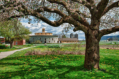 Photograph - Round Barn by Fred LeBlanc
