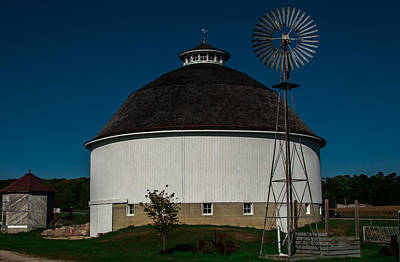 Photograph - Round Barn by Gene Sherrill