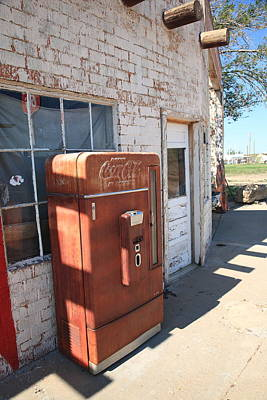Photograph - Route 66 - Rusty Coke Machine by Frank Romeo