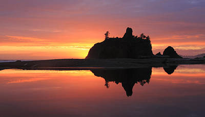 Photograph - Ruby Beach Sunset by Phil Stone