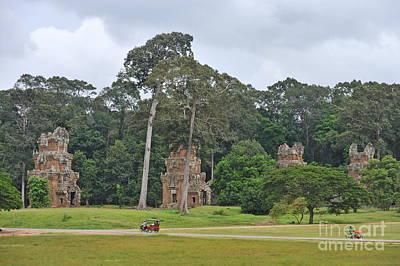 Ruins And Tourists At Angkor Wat Art Print