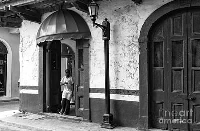 Photograph - Rushing In Casco Viejo Mono by John Rizzuto