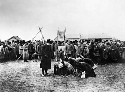 Babushka Photograph - Russia Famine, 1922 by Granger