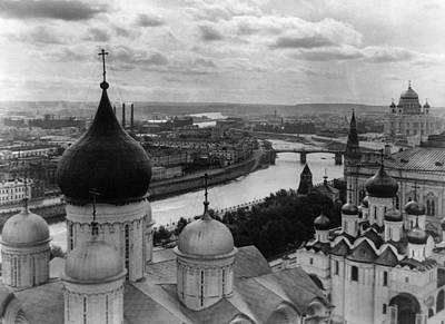 Cathedral Of Christ The Savior Photograph - Russia Moscow, C1918 by Granger
