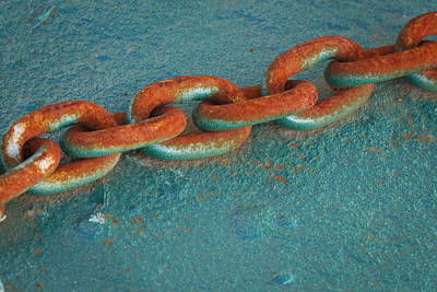 Photograph - Beauty In A Rusted Chain by Jean Noren