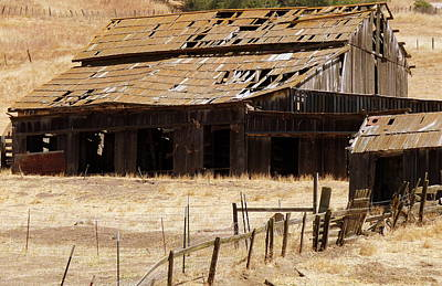 Photograph - Rustic Barn by Jeff Lowe