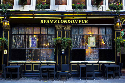 Photograph - Ryan's London Pub by David Pyatt