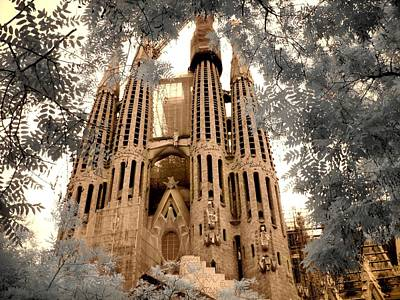 Sagrada Familia Art Print by Jane Linders