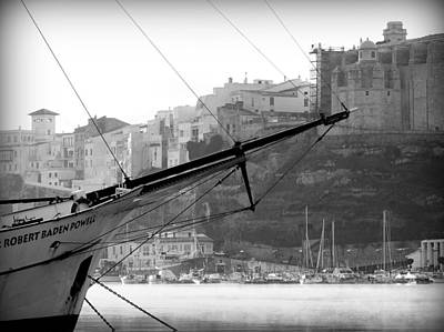 Photograph - Sir Robert Sail Boat In Black And White In The Stunning Port Mahon - Menorca - Sailboat And The City by Pedro Cardona