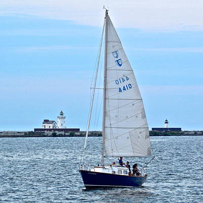 Michigan Port Huron Photograph - Sailing Along by Frozen in Time Fine Art Photography
