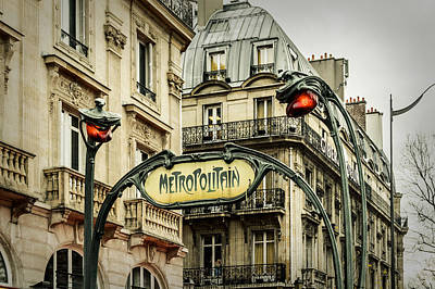 Iconic Lamp Design Photograph - Saint-michel Metro Station by Marco Oliveira