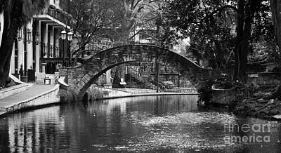 San Antonio Riverwalk Footbridge Black And White Art Print
