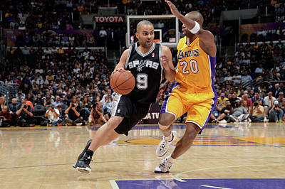 Photograph - San Antonio Spurs V Los Angeles Lakers by Andrew D. Bernstein