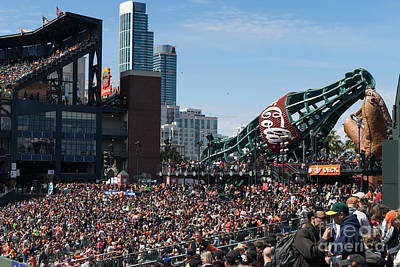 San Francisco Giants Fan Lot Giant Glove And Bottle Dsc1176 Art Print