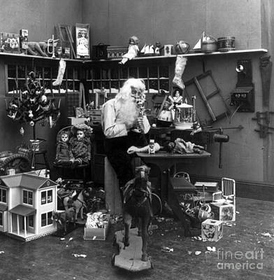 Photograph - Santas Workshop 1906 by Photo Researchers