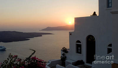 Photograph - Santorini Sunset 24x14 by Leslie Leda