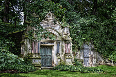 Graveyard Photograph - Schofield Crypt by Tom Mc Nemar