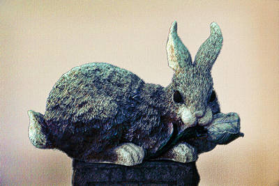 Sculpure Photograph - Sculptured Bunny by Linda Phelps