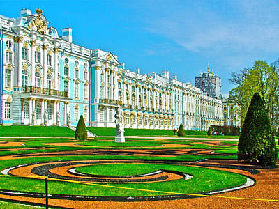 Catherine Palace In Russia Photograph - Sculpted Gardens At Catherine's Palace And Park In Pushkin-russia by Ruth Hager