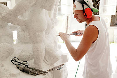 Carrara Marble Wall Art - Photograph - Sculptor At Work by Mauro Fermariello/science Photo Library