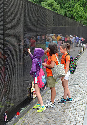 Photograph - Searching A Loved Ones Name On The Vietnam Veterans Memorial by Jim Fitzpatrick