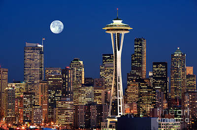 Blue Buildings Photograph - Seattle At Full Moon by Inge Johnsson
