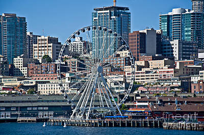 Photograph - Seattle Great Wheel Ferris Wheel by Valerie Garner