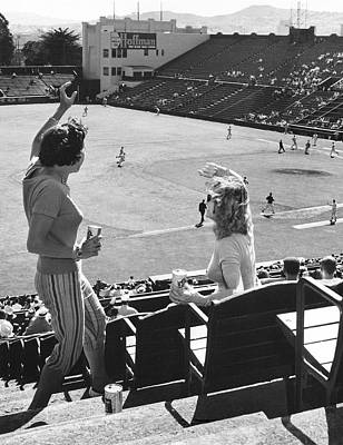 Sf Giants Fans Cheer Print by Underwood Archives